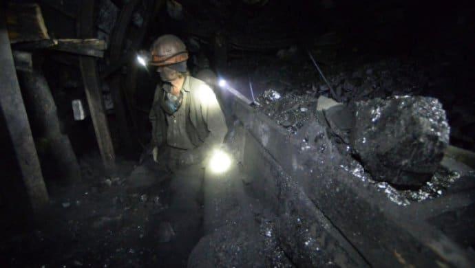 Более трехсот шахтеров застряли на несколько часов под землей в Карагандинской области