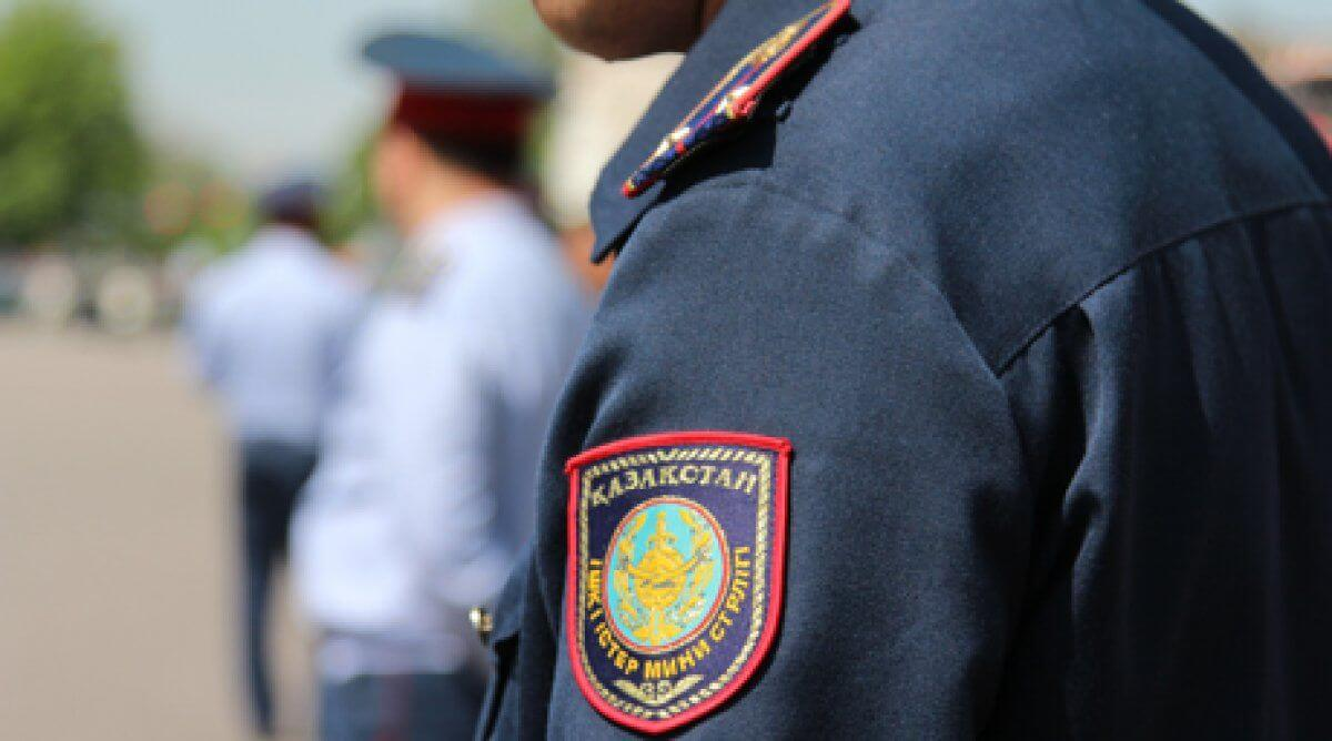 Трое бывших полицейских подозреваются в пытках мужчины, который умер в отделении полиции Урджара.
