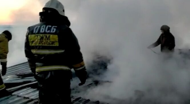 Ликвидирован пожар в здании Дома культуры в селе Сегизбай (ВИДЕО)